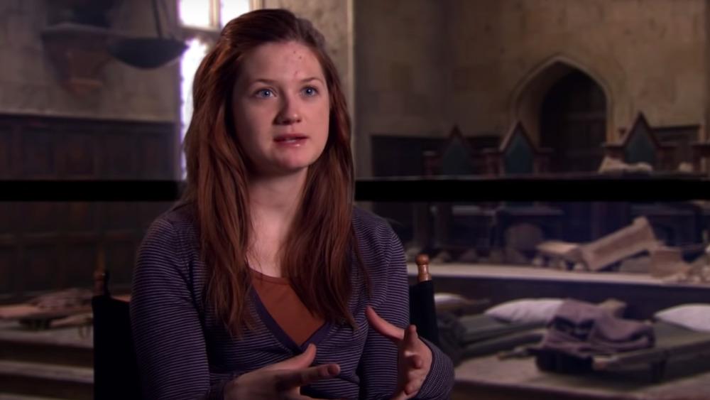 Bonnie Wright hablando en el set de Harry Potter