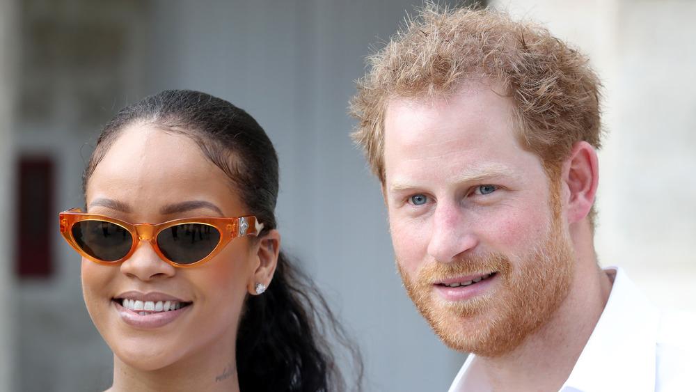 Rihanna y el príncipe Harry sonriendo juntos en Barbados