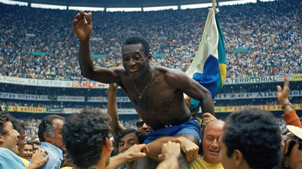 Pelé celebrando la victoria de Brasil en la Copa del Mundo de 1970
