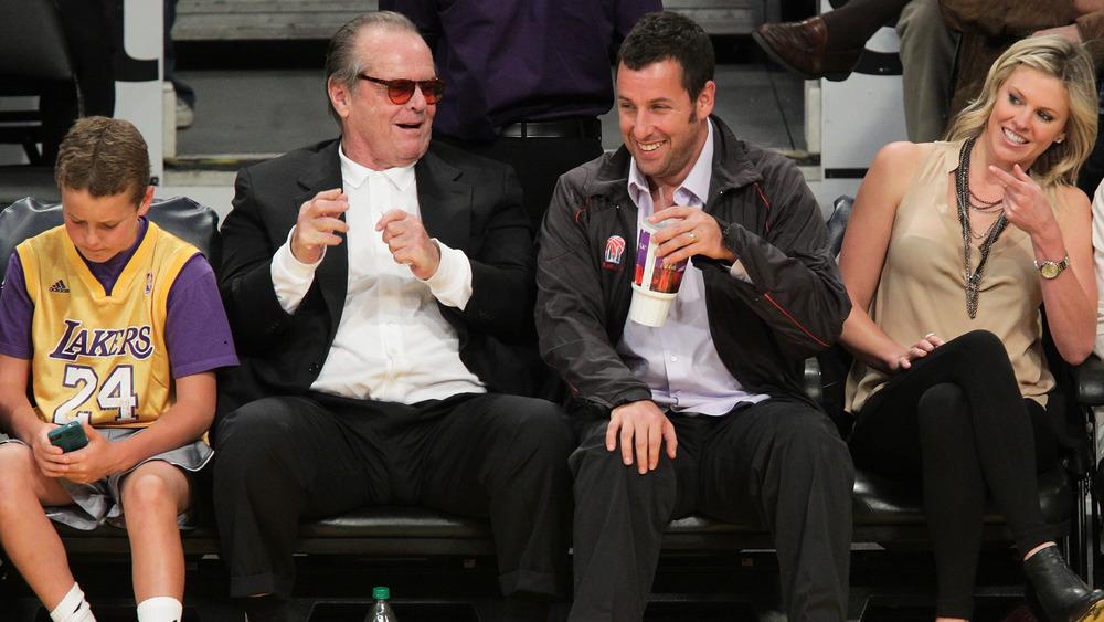 Jack Nicholson con Adam Sandler en el juego de baloncesto