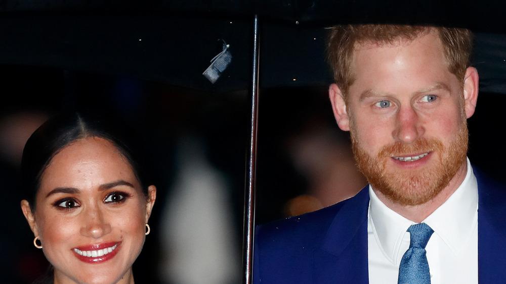 Paraguas de Meghan Markle y el príncipe Harry