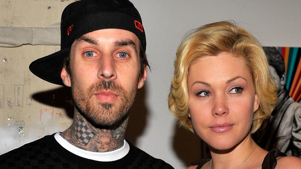 Travis Barker y Shanna Moakler asisten a un evento