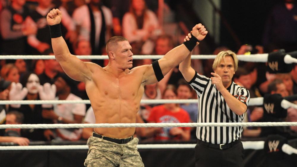 John Cena en el ring de lucha libre