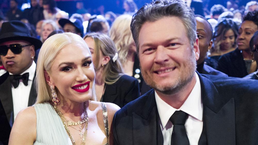 Gwen Stefani y Blake Shelton posan juntos en los Grammy
