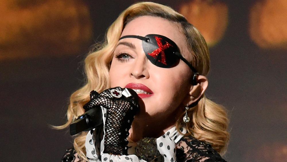 Madonna actuando como Madame X