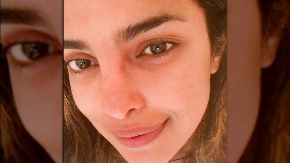 Priyanka Chopra posa para una selfie