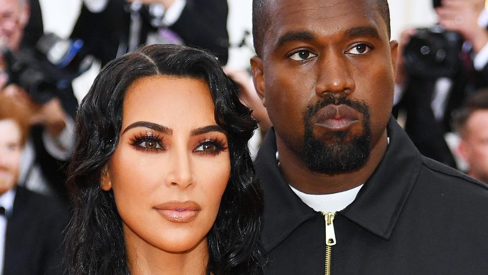 Kanye West, Kim Kardashian sonriendo