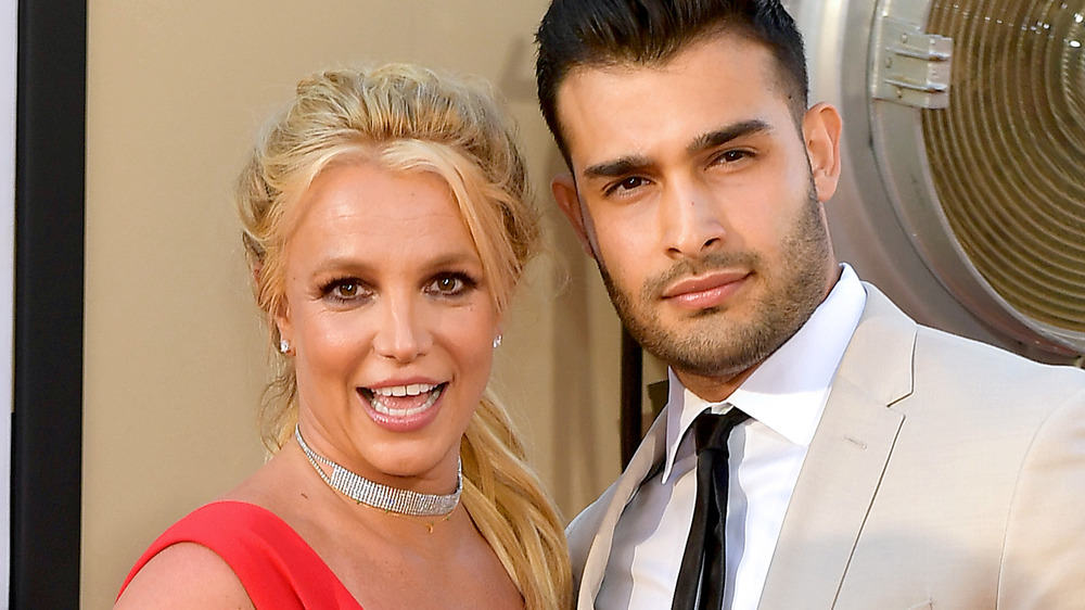 Britney Spears y Sam Asghari alfombra roja