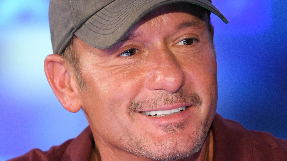 Tim McGraw sonriendo