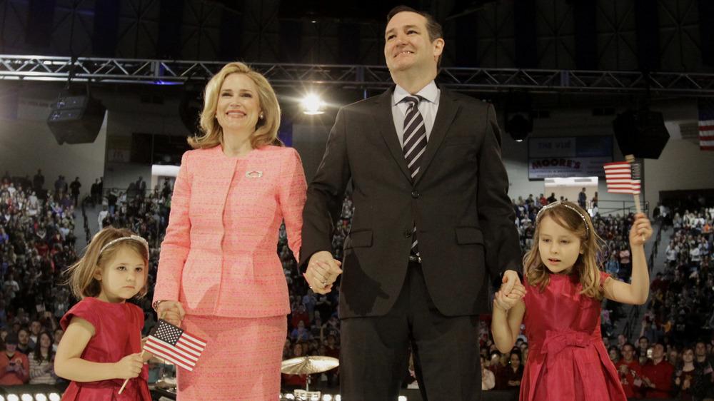 Ted Cruz, Heidi Cruz y sus hijas durante su campaña presidencial en 2015