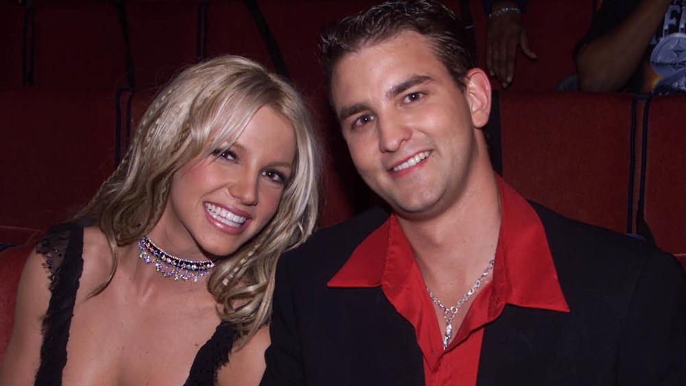 Britney y Bryan Spears sentados juntos en los MTV Movie Awards