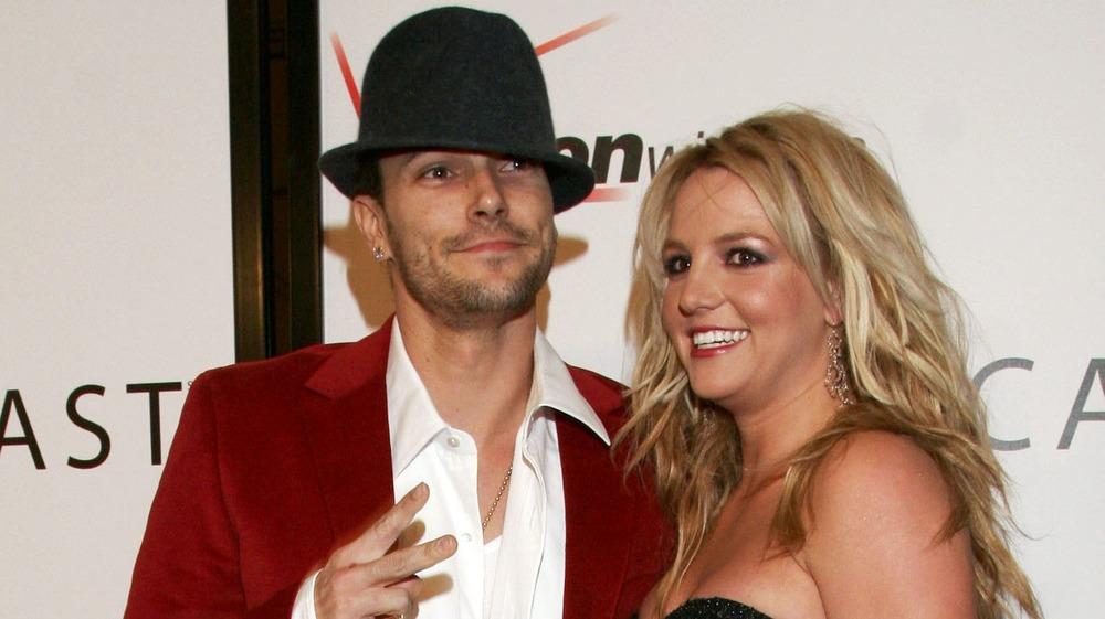 Kevin Federline y Britney Spears posan en una alfombra roja