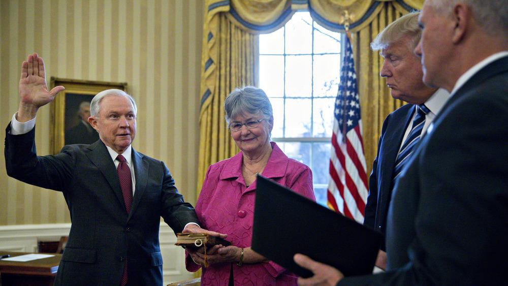 Jeff Sessions prestó juramento como Fiscal General