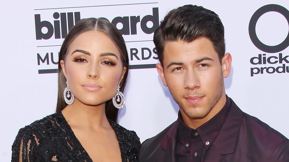 Olivia Culpo y Nick Jonas posando juntos