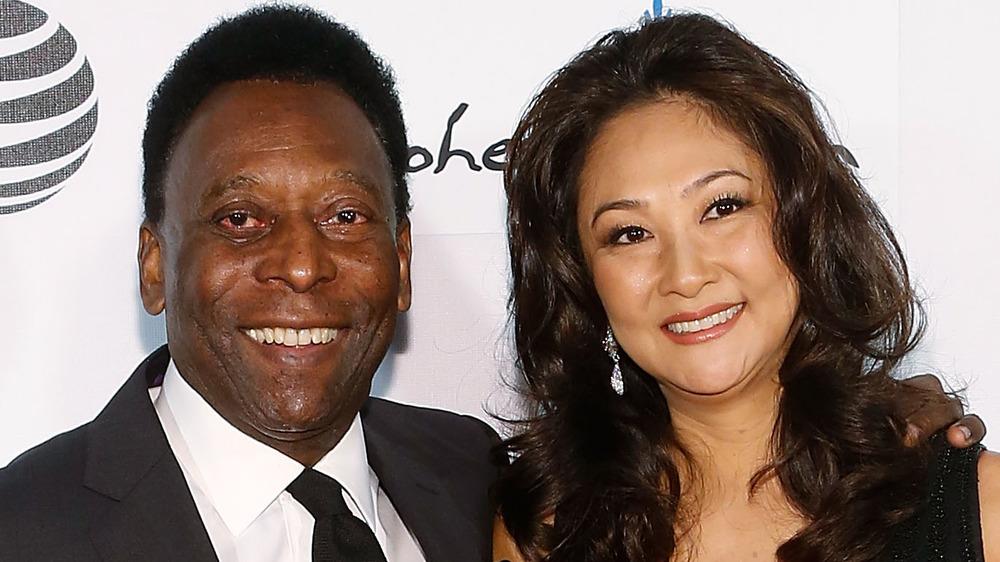 Pelé y Marcia Aoki sonriendo