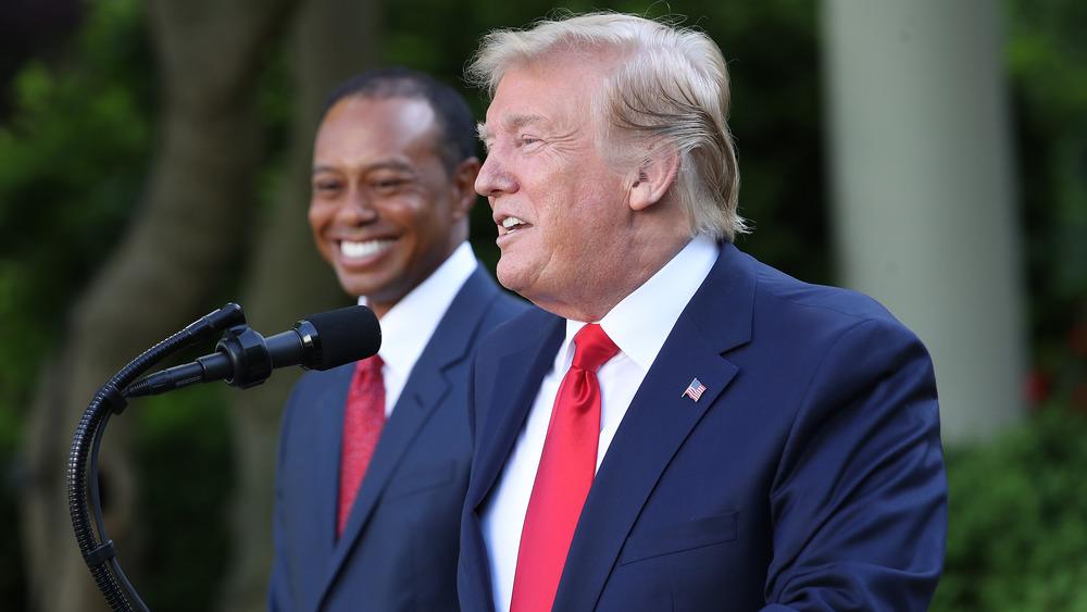 Donald Trump y Tiger Woods en el podio