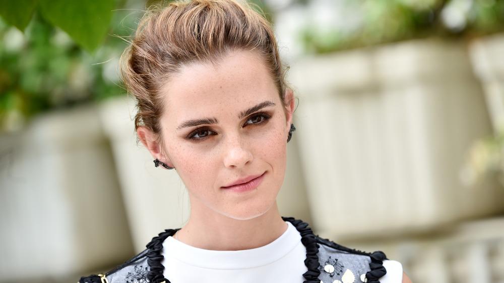 Emma Watson posando en un evento