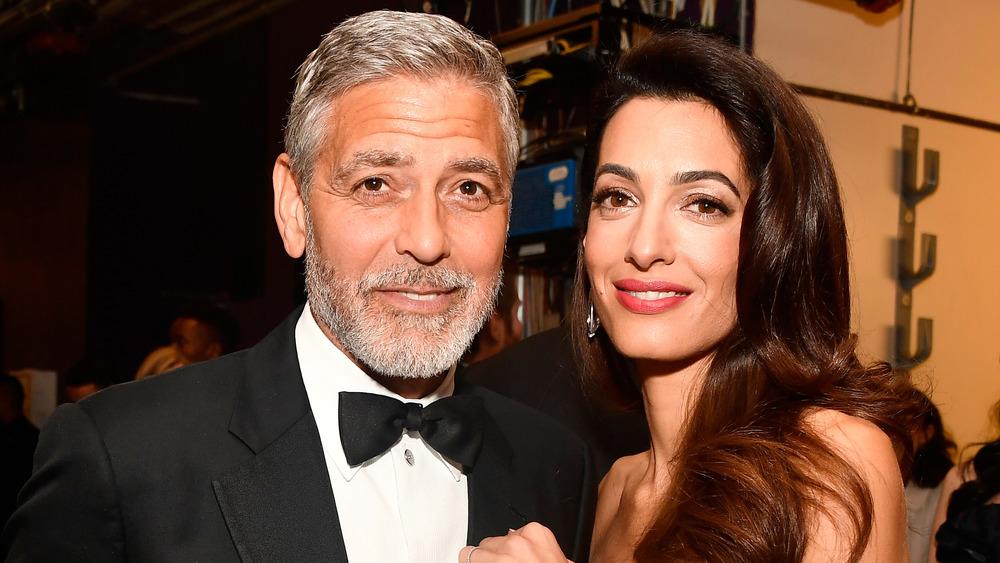 George Clooney y Amal Alamuddin sonriendo