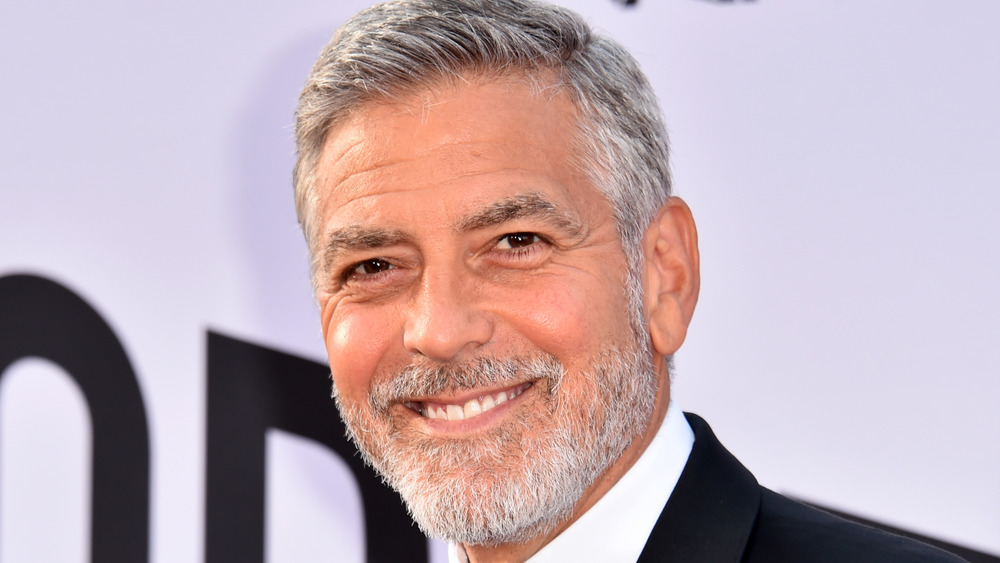 George Clooney sonriendo