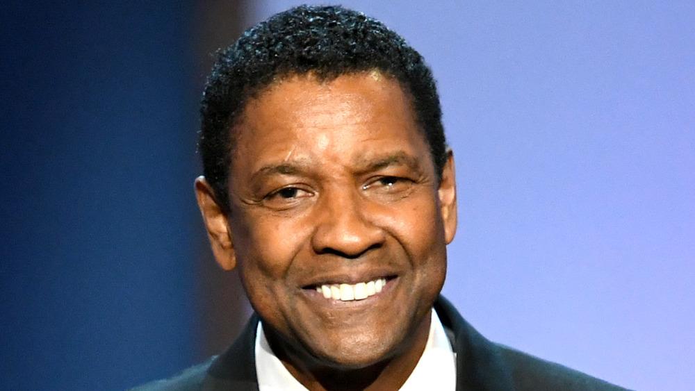Denzel Washington sonriendo