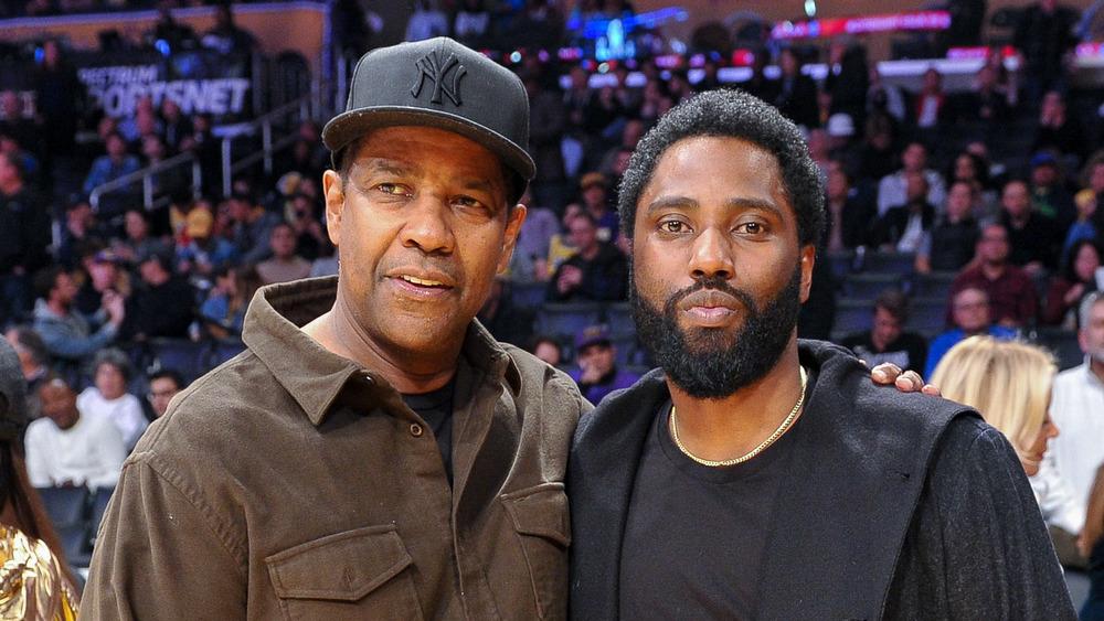 Denzel Washington y John David Washington en un juego de baloncesto