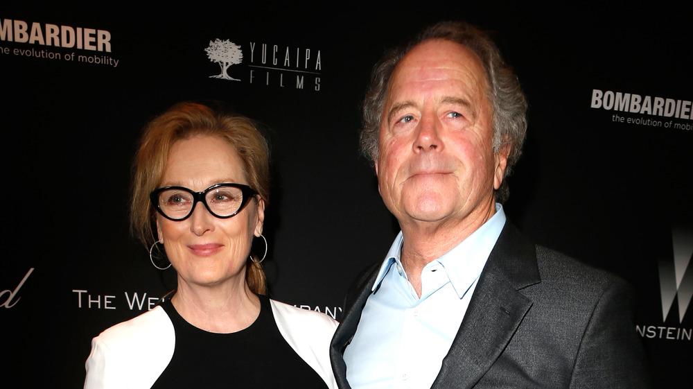 Meryl Streep y Don Gummer posando en la alfombra roja