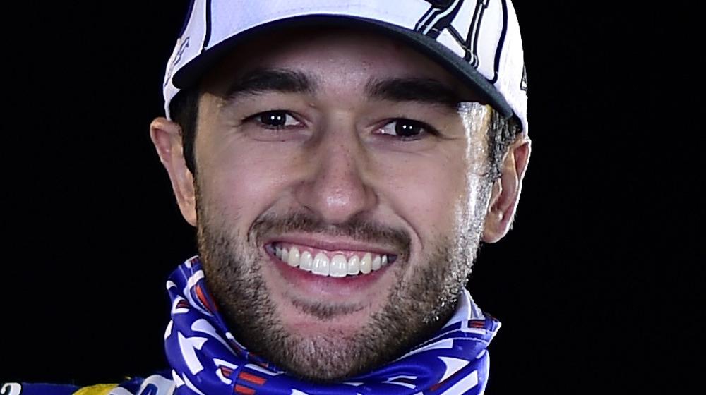 Chase Elliott sonriendo