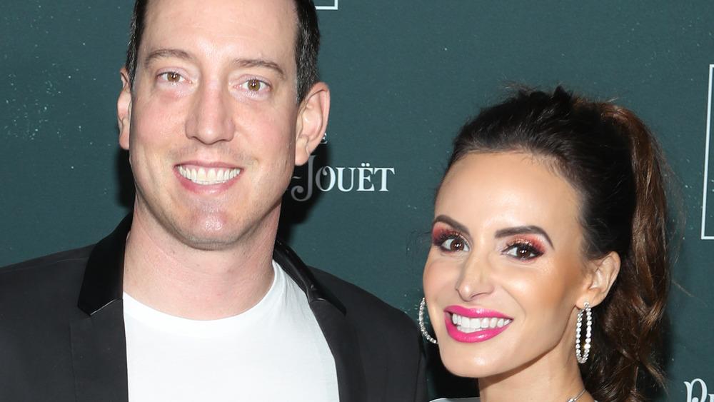 Kyle Busch y su esposa Samantha Busch sonriendo