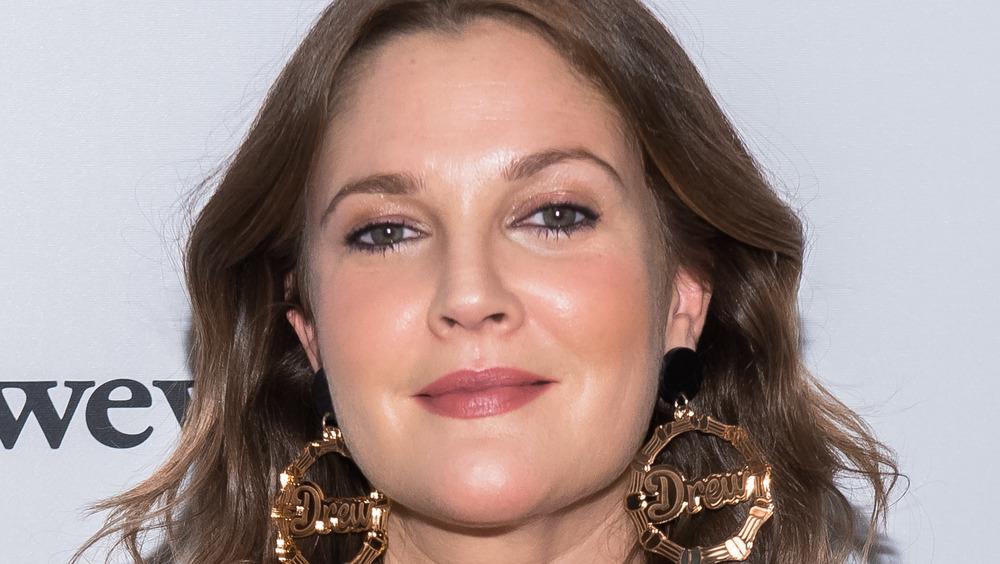 Drew Barrymore en un evento de alfombra roja