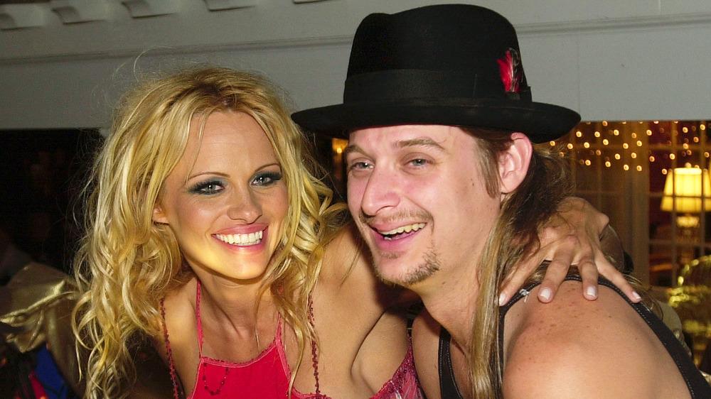 Pamela Anderson y Kid Rock riendo