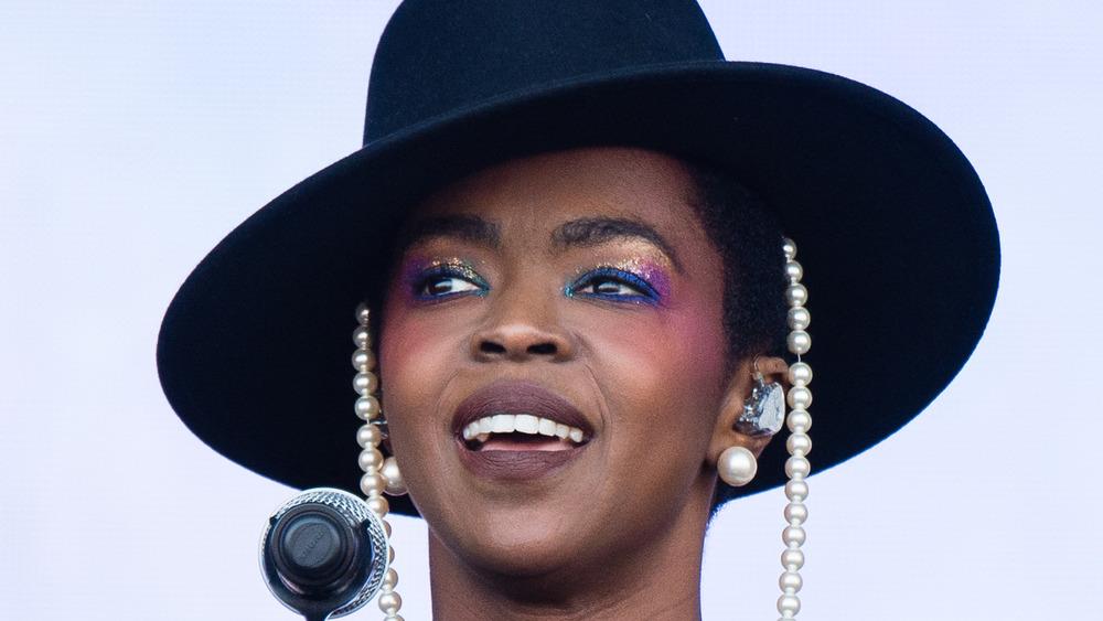 Lauryn Hill actuando en el escenario
