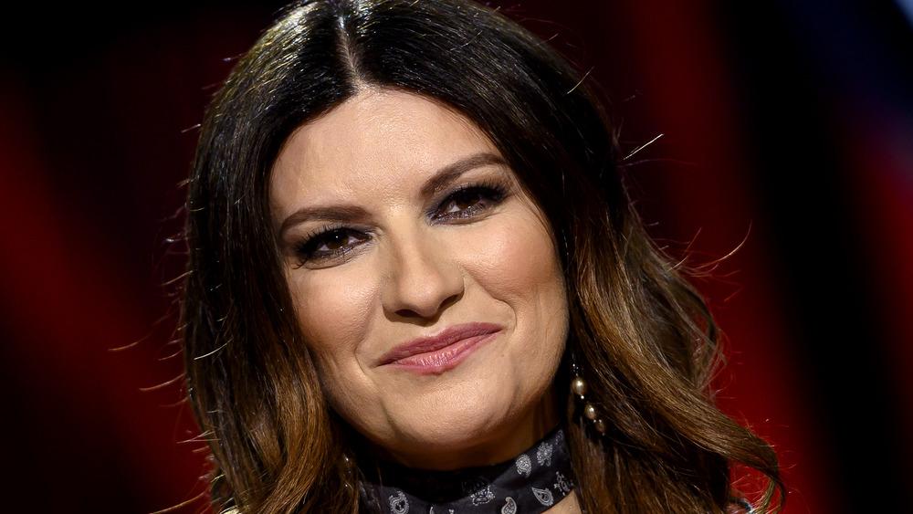 Laura Pausini posa