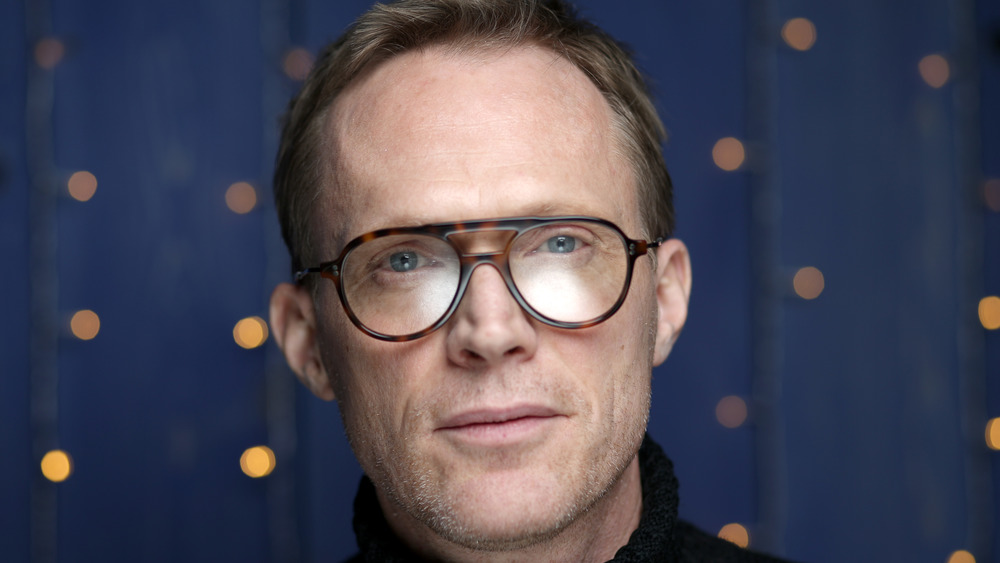 Paul Bettany se ve serio