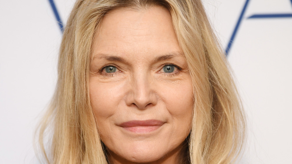 Michelle Pfeiffer sonriendo
