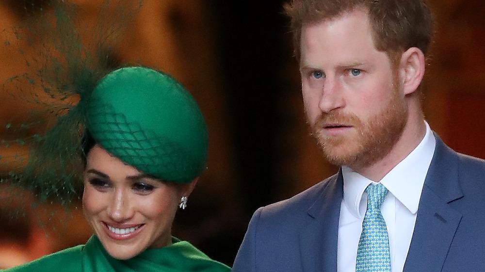 Meghan Markle y el príncipe Harry posando
