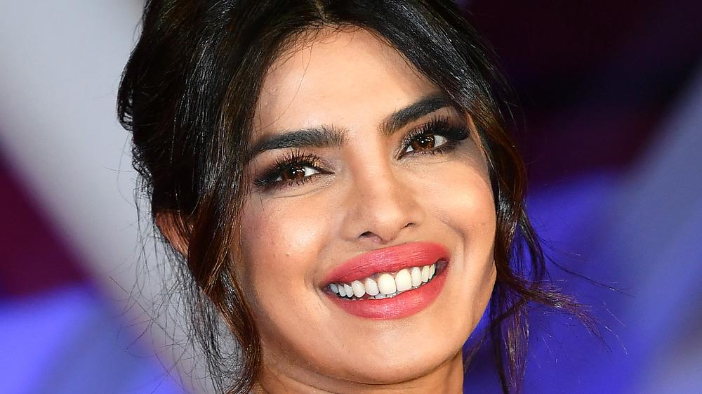 Priyanka Chopra sonriendo