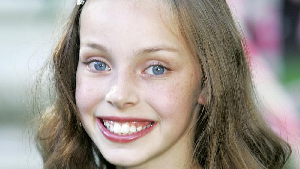 """Julia Winter sonríe en el estreno británico de """"Charlie y la fábrica de chocolate"""""""