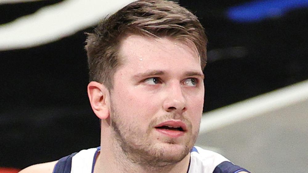 Luka Doncic reacciona a un disparo