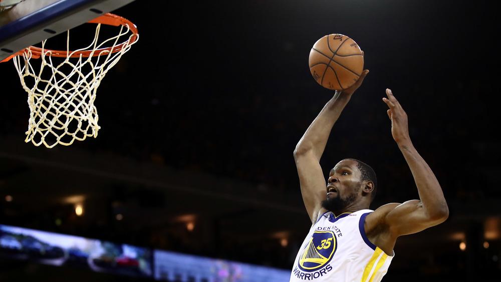 Kevin Durant jugando baloncesto