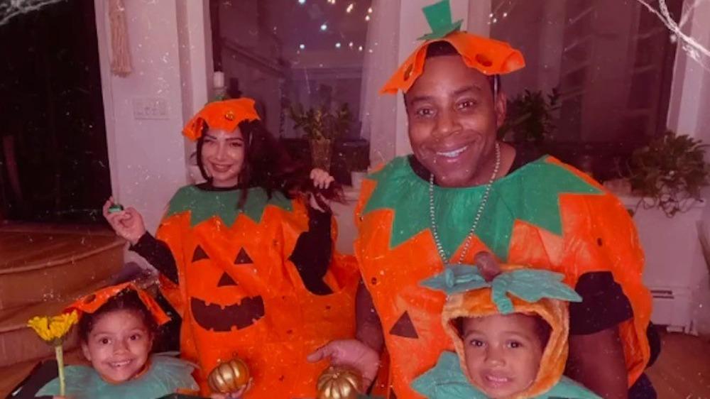 Kenan Thompson y su familia con disfraces de calabaza a juego