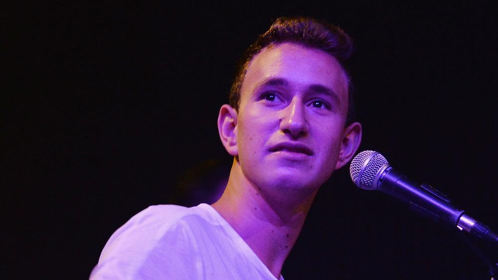 Michael Pollack cantando