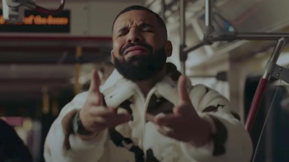 Drake rapeando