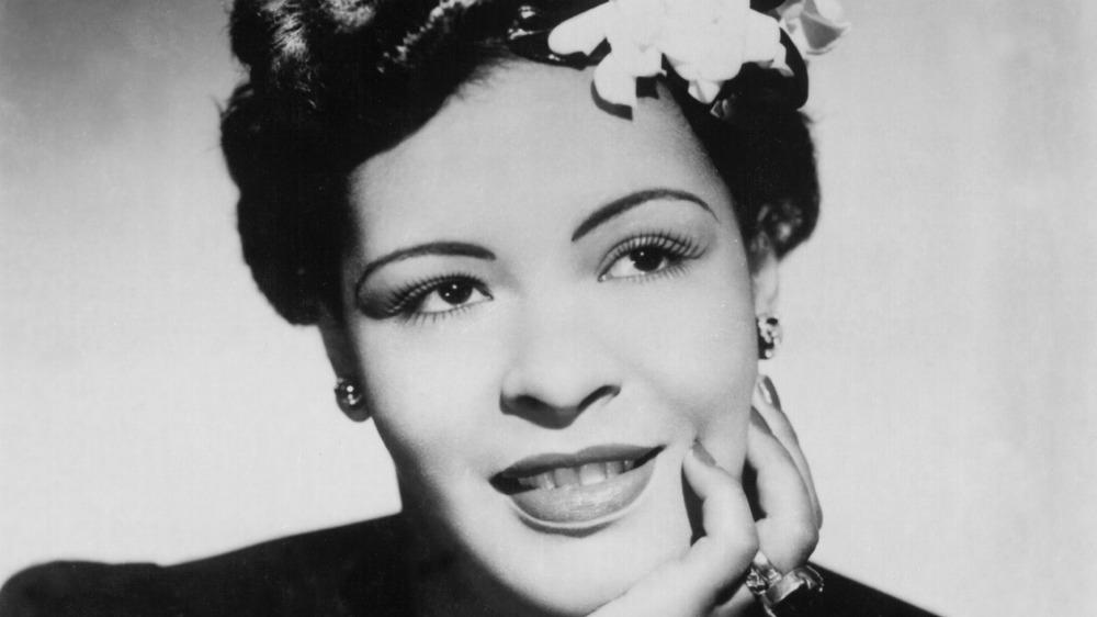 retrato de Billie Holiday, con la mano en la barbilla