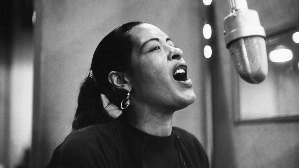 Billie Holiday cantando