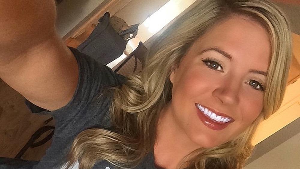 Tara Kampfer haciéndose una selfie