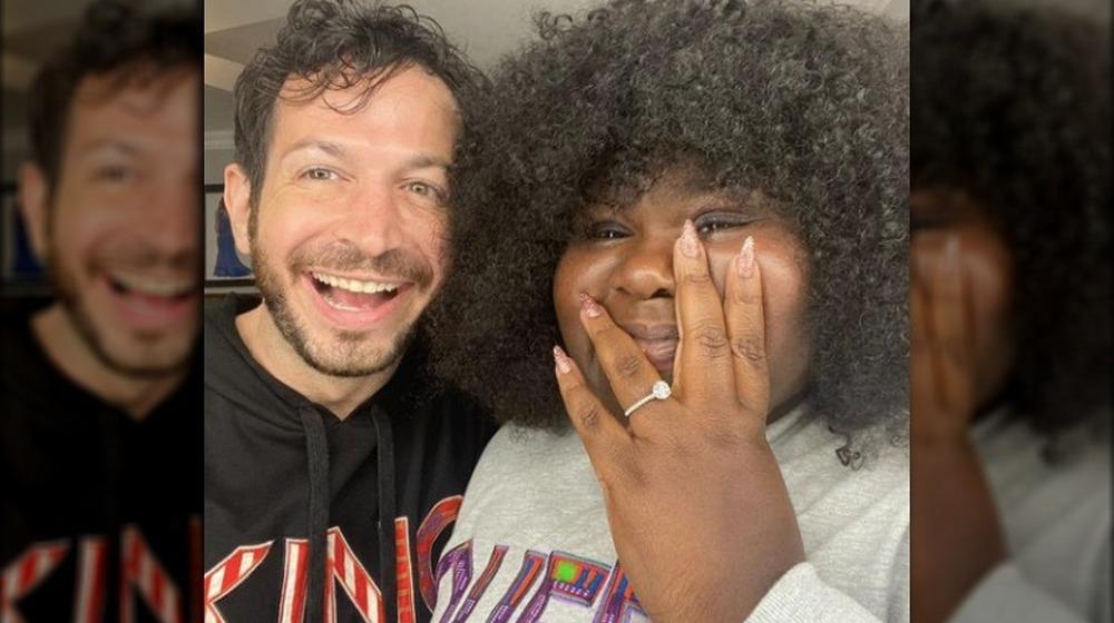 Gabourey Sidibe luciendo ring con Brandon Frankel