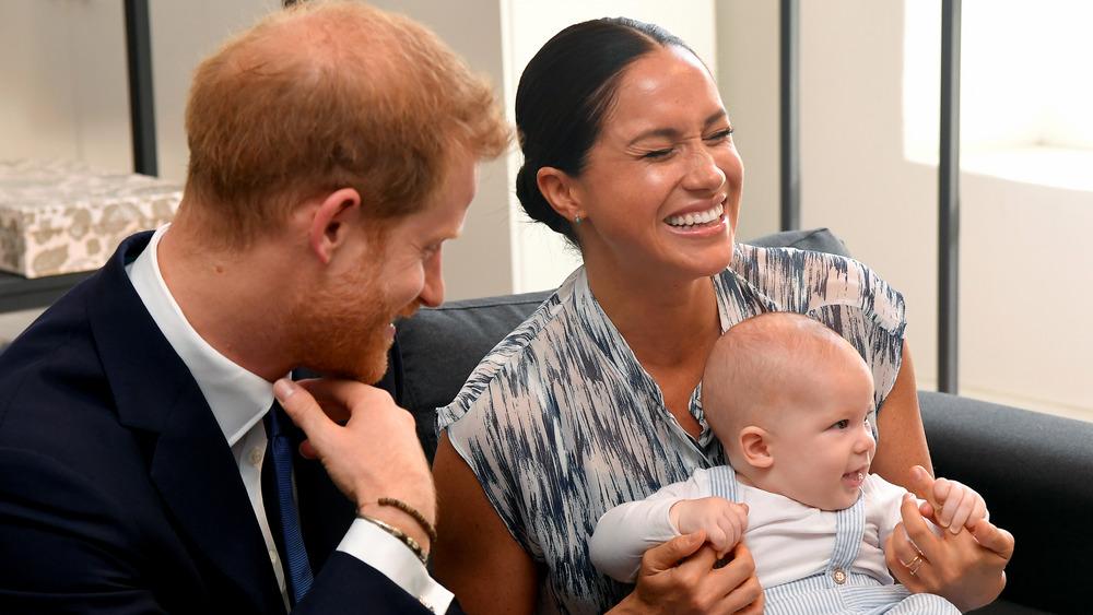 Meghan Markle, el príncipe Harry y el bebé Archie se ríen juntos