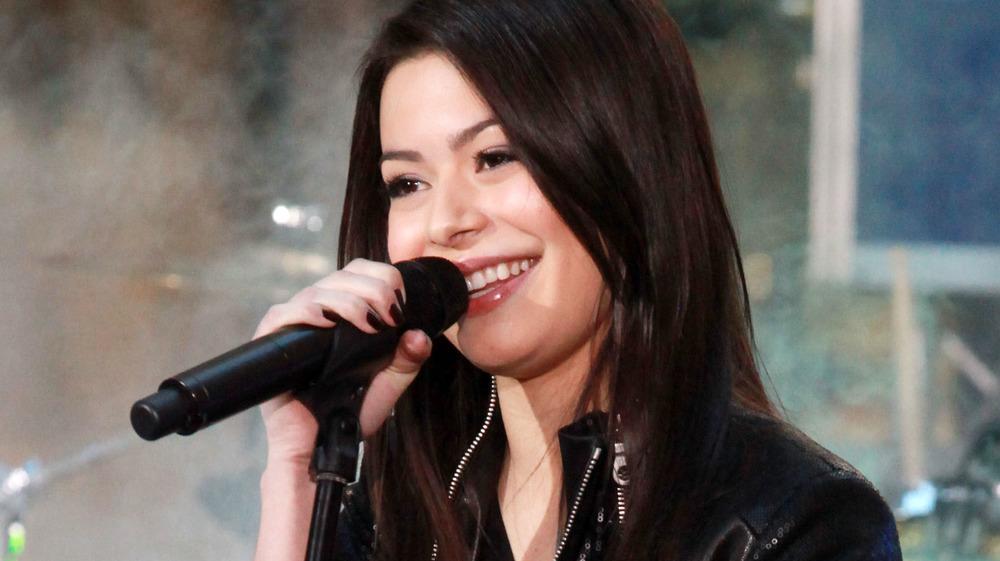Miranda Cosgrove cantando
