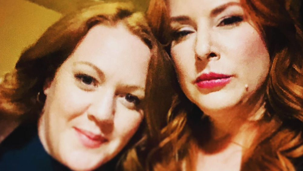 Jill Morrison y Diane Neal en el set de Circle of Deception