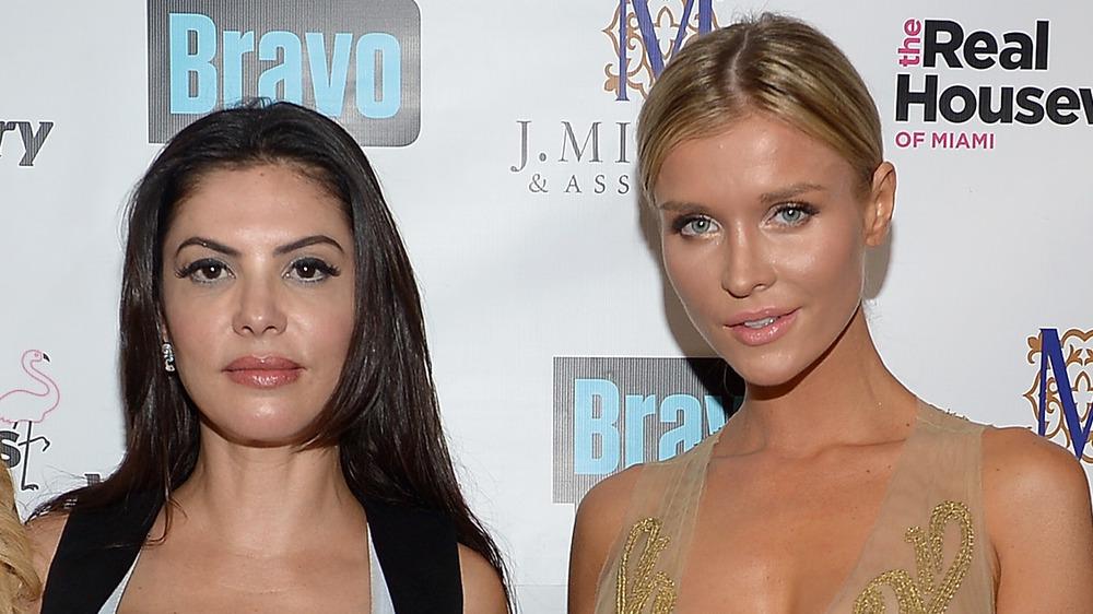 Adriana De Moura y Joanna Krupa posando en un evento de Real Housewives
